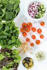 insalata composizione su tavolo