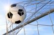 canvas print picture - Fußball Treffer, mit sonnigem Himmel