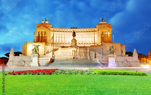 Vittorio Emanuele at night - Rome, Italy