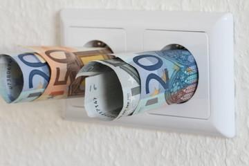 Steckdose mit Geld