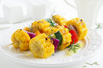 Corn grilled with vegetables.