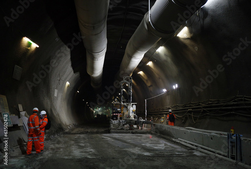 Foto op Aluminium Tunnel Construction Workers in a tunnel
