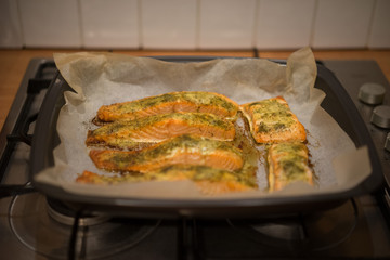Preparing baked fish in a roasting pan