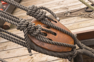 17th century ship rope tackle