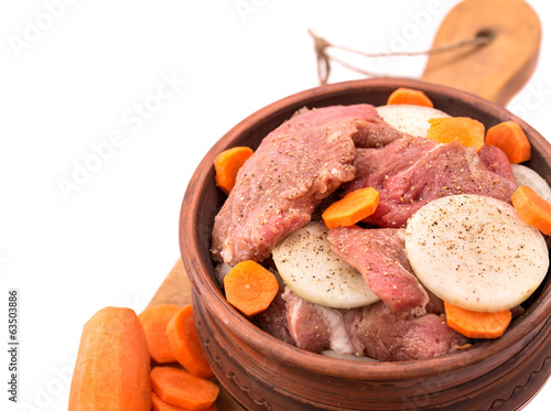 Ceramic pot with beef with onion and carrot