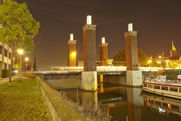 Duisburg - Schwanentorbrücke bei Nacht