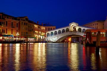 Rialto Bridge ( Ponte Rialto ) on Canal Grande in Venice