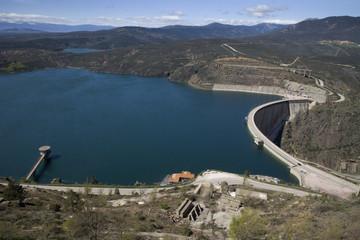 El Atazar dam overview