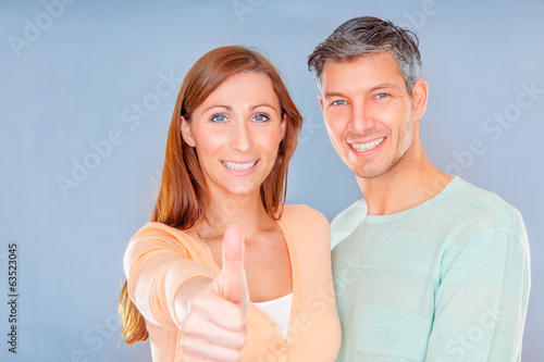 natural friendly couple positive thumb