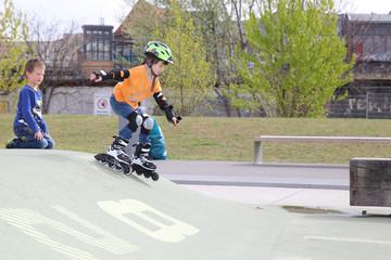 Kind beim Skaten