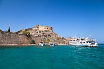 Греция. Крит. Вид на крепость Спиналонга с моря