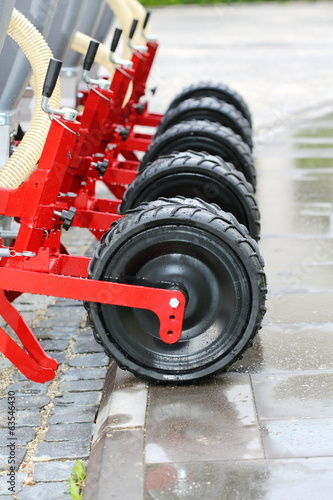Wheels seeding system.