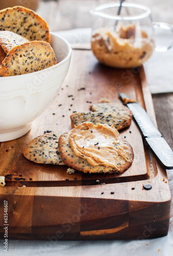Crispy Cookies with Sesame Seeds and Butter