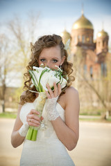 Beautiful bride with a bouquet of calla lilies