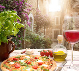 Pizza tradizionale - 63551293
