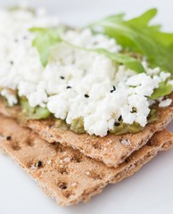 Crispbread with cottage cheese and arugula