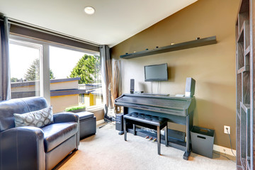 Room with piano and guitar