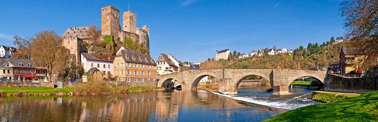 Romantisches Runkel an der Lahn mit alter Brücke und Burgruine