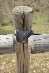 Detalle de valla de madera en una granja