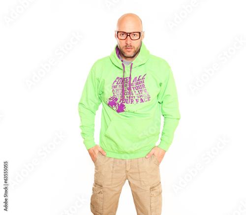 Mann mit grünem Hoodie