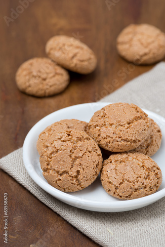 biscotti cookies on wooden background