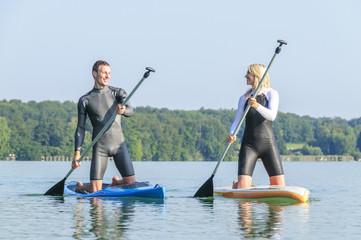 Zwei Wassersportler