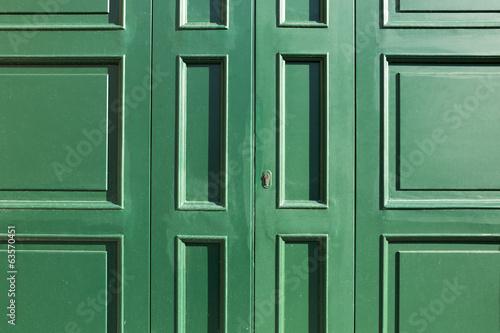 Portone di legno verde