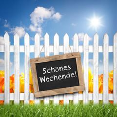 Tafel am Zaun mit Schönes Wochenende