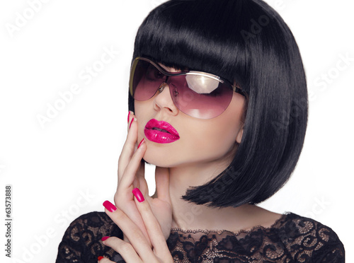 Summer portrait of an attractive young woman with sunglasses, be