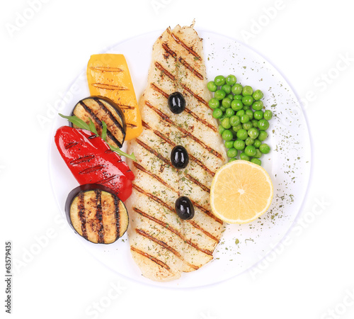 Grilled fish fillet with vegetables.