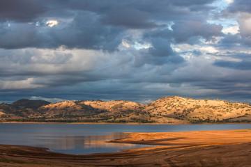 Beautiful Hume Lake amongst Victorian countryside hills
