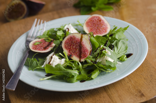 Fig, mozzarella and basil salad