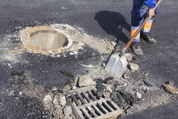 Repairing sewer manhole