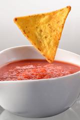 Nacho,tortilla en salsa picante.