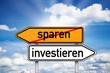 Wegweiser mit sparen und investieren