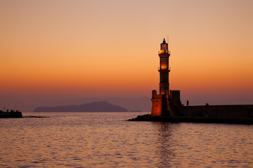 Старый маяк на закате. Греция. Крит. Ханья