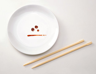 Idea concepto de comida japonesa,plato con salsa.