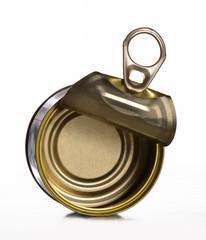 Perspectiva de una lata vacía.Una lata abierta.
