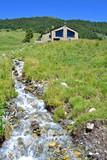 Andorra: casita y arroyo