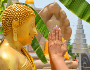 worship hands and monk statue