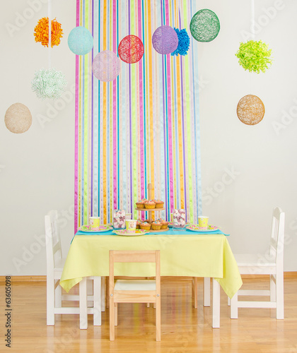 Decorated birthday table with cakes.