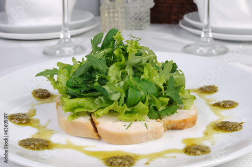 Slices of roasted chicken with lettuce