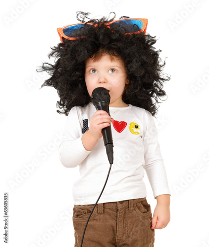 The child sing with wigs.