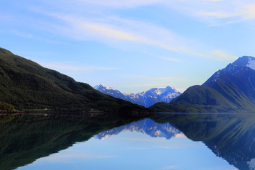 symmetric mirrors of Holandsfjord