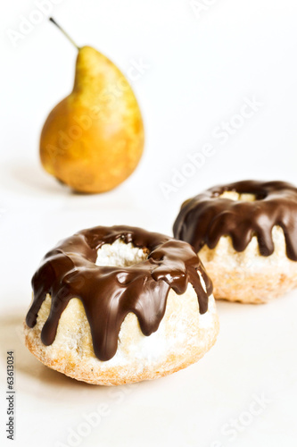 Pear cakes with chocolate
