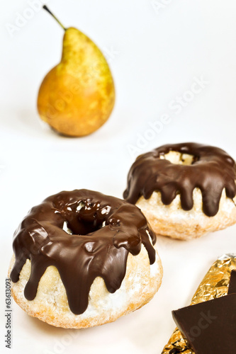 Small cakes with pear and chocolate