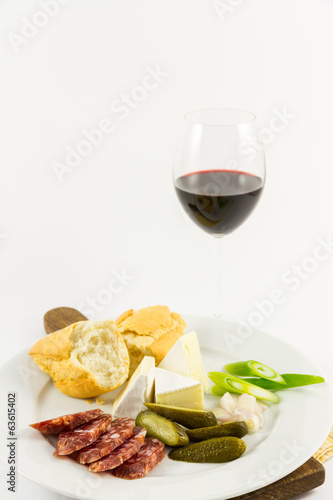 Salsiccia with cheese, baguette and glass of red wine
