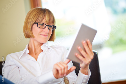 40s woman touching pad