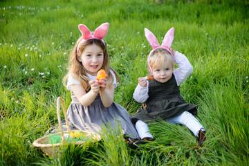 Schwestern mit Osterkörbchen