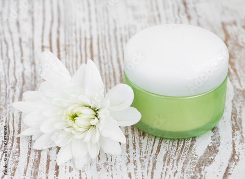 Moisturizing face cream